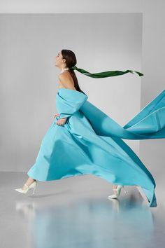 Carolina Herrera Pre-Fall 2020 Fashion Show - Vogue Milan Fashion Weeks, Fashion 2020, New York Fashion, Urban Fashion, Runway Fashion, High Fashion, Fashion Show, London Fashion, Minimal Fashion