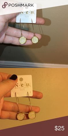 Kendra Scott earrings! Not Kendra Scott! They're just inspired by her designs! Love them so much but have another pair. Go with anything! Have a green tint when In light 😊😊 Kendra Scott Jewelry Earrings
