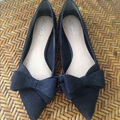 Liz & Co Black Glitter Bow Flats Beautiful Black Flats in a subtle glittery material with pointed toe and removable bow. 2 looks in one. Such a cute shoe! Worn once or twice if that, Excellent Condition! Liz Claiborne Shoes Flats & Loafers