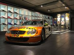 Seit einigen Tagen steht das DTM Auto von Ralf Schumacher in unserem Showroom.
