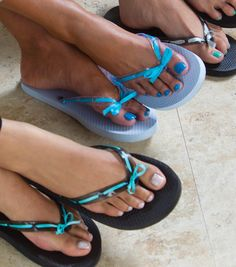 Dress up ordinary flip flops with ribbon! #creativitymadesimple