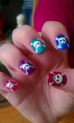 The Nail Network: Fandom Series: 'Bad Wolf' Doctor Who Nail Art --//-- easy peasy!