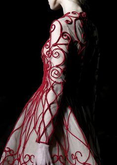 notordinaryfashion:    mariacarlanaked:    Valentino HC, S/S 13    Love this Photo
