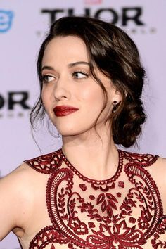Dennings Chignon, Lipstick - Thor Premiere Pictures Always loving this red carpet beauty look from Kat DenningsAlways loving this red carpet beauty look from Kat Dennings Beauty Makeup, Hair Makeup, Hair Beauty, Eye Makeup, Look Body, Hollywood Hair, Hair Styles 2014, Looks Style, Pretty People