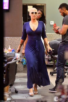 On fine form! Amber Rose was buxom as she treated herself to a luxury manicure in LA on Mo. Style And Grace, My Style, Banquet Dresses, Amber Rose, Quites, Brown Girl, Dress Silhouette, Classy Dress, Tight Dresses