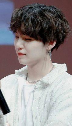 Min Yoongi *-* that little smirk is killing me . geez… just imagine he woul… – BTS love Taehyung, Namjoon, Min Yoongi Bts, Min Suga, Suga Suga, Daegu, K Pop, Foto Bts, Pop Bands