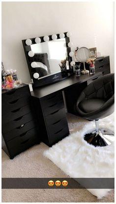 Has IKEA alex drawers and linnmon table top. Has IKEA alex drawers and linnmon table top. Black Makeup Vanity, Vanity Makeup Rooms, Ikea Vanity, Vanity Room, Makeup Room Decor, Vanity Decor, Makeup Vanities, Vanity Ideas, Ikea Makeup