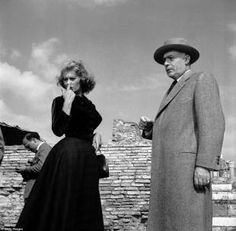 Sophia Loren on location at Ostia Antica for the filming of 'La Fortuna di Essere Donna' with the French actor Charles Boyer. Enzo Graffeo/BIPs / Getty Images 36 Photos Of Italy In The Fifties That Will Make You Want To Time Travel Hollywood Actor, Hollywood Actresses, Classic Hollywood, Actors & Actresses, Sophia Loren Style, Italian Actress, Vintage Italy, Time Travel, Beautiful Outfits