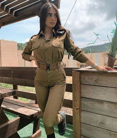 Idf Women, Military Women, Military Female, Mädchen In Uniform, Israeli Girls, Leder Outfits, Female Soldier, Military Girl, Girls Uniforms