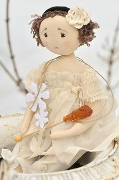 Quirky cloth doll  http://paysdemerveille.canalblog.com/#
