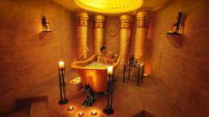 Ein Kleopatrabad für zwei, inklusive Sekt und Kerzenschein