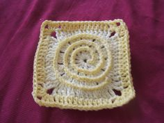Ravelry: Free SmoothFox Vertigo Illusion Square pattern by Donna Mason-Svara