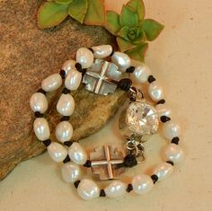 Pearl and leather bracelet with Swarovski Clasp