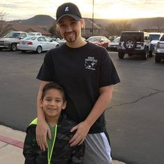 Single Mom Goes Undercover As Dad So Son Can Attend 'Dads And Doughnuts' Event - http://viralfeels.com/single-mom-goes-undercover-as-dad-so-son-can-attend-dads-and-doughnuts-event/