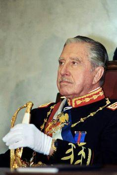 El General Pinochet Ugarte. Algunos hombres deben tomar las decisiones mas duras cuando la tribulacion y la oscuridad amenazan, sean cuales sean las consecuencias.