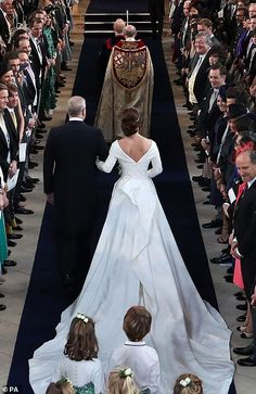 Prince Andrew, Duke of York walks his daughter Princess Eugenie of York down the aisle at the wedding of Princess Eugenie of York to Jack Brooksbank at Windsor Castle on October 2018 in Windsor,. Get premium, high resolution news photos at Getty Images Royal Wedding Gowns, Royal Weddings, Princess Wedding, Bridal Gowns, Wedding Dresses, Wedding Bride, Princess Eugenie Jack Brooksbank, Princess Beatrice, Princesa Eugenie