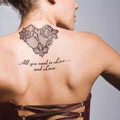 MEGA kobiece tatuaże z koronką - Zmysłowe propozycje na plecach, dłoni, karku i udach.