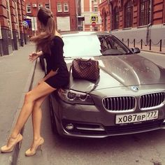 15 fotos de chicas chic con súper autos que todas quisiéramos tener. 15 photos of chic girls with super cars that we all want to have. Ferrari, Maserati, Lamborghini, Bmw Keychain, Carros Vw, Porsche 918 Spyder, Bmw Girl, Bmw Autos, Luxe Life
