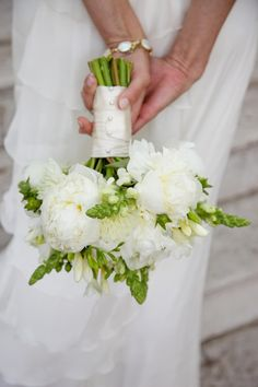 ♡ Green country #wedding #Peony bouquet ... For wedding ideas, plus how to organise an entire wedding, within any budget ... https://itunes.apple.com/us/app/the-gold-wedding-planner/id498112599?ls=1=8 ♥ THE GOLD WEDDING PLANNER iPhone App ♥  For more wedding inspiration http://pinterest.com/groomsandbrides/boards/ photo pinned with love & light, to help you plan your wedding easily ♡