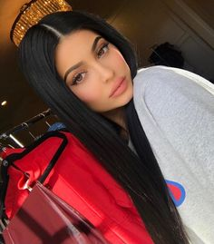 Kylie Jenner is known as a big star of social networking at current time thanks to her prominent appearance. Let's find out the secret beauty of this girl. Kendall E Kylie Jenner, Trajes Kylie Jenner, Looks Kylie Jenner, Kylie Jenner Makeup, Kylie Jenner Outfits, Kylie Jenner Style, Kylie Jenner Long Hair, Kris Jenner, Khloe Kardashian