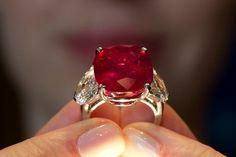 «Sunrise Ruby»: Der wertvollste Rubin der Welt erzielte einen Rekordwert von über 28 Millionen Franken. (Archivbild)