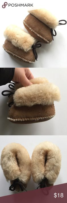 Minnetonka Size 2 Baby Booties Moccasins Leather Minnetonka Size 2 Baby Booties Moccasins Leather with Sheep Wool. Gently used. Smoke free and pet free home. Super cute with brown laces to keep on tight. Minnetonka Shoes Baby & Walker