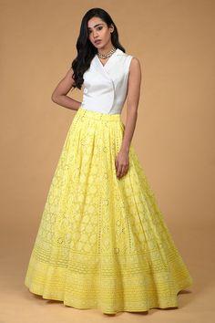 Designer Dress For Men, Designer Party Wear Dresses, Indian Designer Wear, Indian Bridal Outfits, Indian Fashion Dresses, Skirt Fashion, Choli Designs, Blouse Neck Designs, Henna Designs