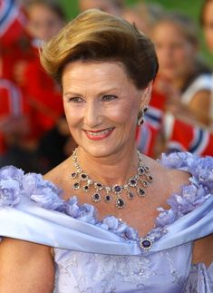 Queen Sonja arrives at Akershus Fortress, Oslo for the pre-wedding banquet, August 24th; wedding of Crown Prince Haakon of Norway and ms. Mette-Marit Tjessem Høiby, August 25th 2001