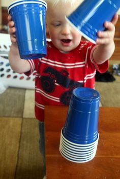 what an easy idea! Toddler Activity: Playing with Cups - so easy!Anyone who knows me well and saw me buying 'red solo cups' would think it was weird. They're for the baby people! The baby! Toddler Learning Activities, Games For Toddlers, Motor Activities, Indoor Activities, Infant Activities, Preschool Activities, Toddler Play, Baby Play, Toddler Preschool