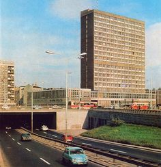 [Warszawa] Lata PRLu - SkyscraperCity Poland People, 80s Design, Ppr, Old Photos, Illusions, Skyscraper, City Photo, Beautiful Places, Multi Story Building