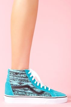Love the abstract print on these sneakers (: