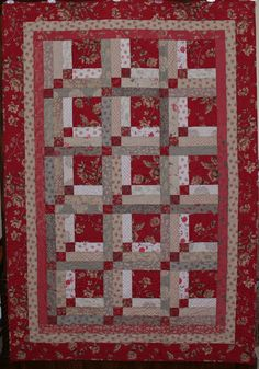 French General Rouenneries | Quilt pattern is Upstairs and Down. Log Cabin type variation.
