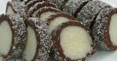 """Этот кокосовый десерт готовится на основе печенья с добавлением какао и сгущенки. Рулет не надо выпекать, а это значит что вы потратите совсем немного времени на приготовление кокосового лакомства. Колбаска """"Раффаэлло"""" обладает насыщенным кокосовым вкусом, поэтому она настоящая находка для всех любителей десертов с экзотическим орехом! (Из этого количества ингредиентов получится рулет весом 1.400 кг) Ингредиенты: –400 гр печенья; –400 гр сгущенного молока; –200 гр кокосовой стружки; –100 гр… Cookie Desserts, Dessert Recipes, Biscuits, Waffle Iron, Russian Recipes, Food Art, Coco, Delicious Desserts, Sweet Tooth"""