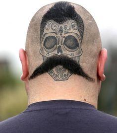 Avoir des yeux (et une moustache) derrière la tête