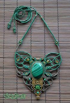 Macramè necklace with beautiful Malachite di MahakashiCreations