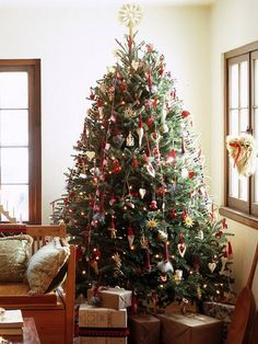 Traditional And Unusual Christmas Tree Décor Ideas_11