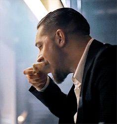 Nadie será más sexy que Gosling comiendo pizza, pero es que este es Tom Hardy.