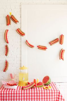 DIY hot dog balloon garland - The House That Lars Built Hot Dog Party, Bbq Party, Party Animals, Animal Party, Balloon Garland, Balloons, Balloon Party, Party Girlande, Diy Party Decorations