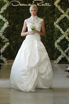 Oscar de la Renta Wedding Gown  *The silk! Oh my God! Beautiful