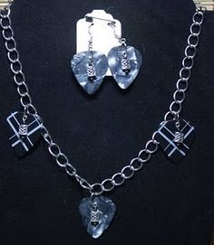 Guitar Pick Necklace. Really pretty must try!