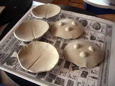 Footed leaf bowls