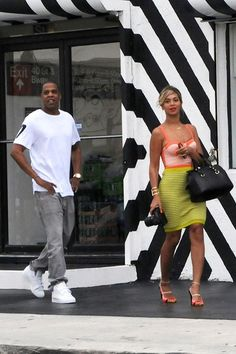 December 30 2013 For a day out with Jay-Z in Miami she wore a coral bustier top and a yellow pencil skirt.