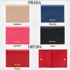 PRADA 折りたたみ財布 PRADA SAFFIANOゴールドプレート付二つ折りコンパクトウォレット