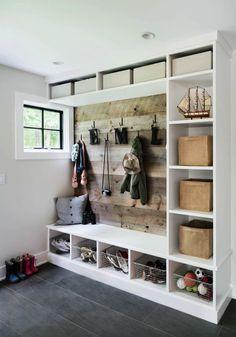 30+ Fantastic mudroom ideas offering amazing storage solutions #mudroom #locker #bench #garage