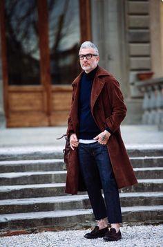 膝丈コートとアンクルカットのデニム。2016冬現在で見ると、ニック・ウースターに比べて、どことなく古い感じがするのは細身パンツのせいか。Domenico Gianfrate @Pitti Uomo 87 - Florence January 2015