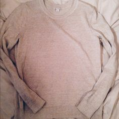 GAP Cream Sweater This sweater is such a classic. Unfortunately it really washes out my skin tone so I never wear it! Really good condition. Would look so cute with dark wash jeans and booties! Looking to sell ONLY. NO TRADES. Ask questions/make an offer!  GAP Sweaters Crew & Scoop Necks