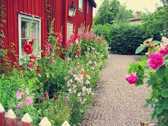 Exterior Color Palette, Exterior House Colors, Country Home Exteriors, Swedish Cottage, Red Houses, Dream Garden, Garden Inspiration, Beautiful Gardens, Outdoor Gardens