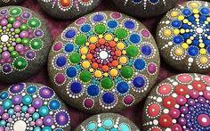 Sviluppare la creatività con i mandala Il mandala rappresenta, secondo i buddhisti, il processo mediante il quale il cosmo si è formato dal suo centro; attraverso un articolato simbolismo consente una sorta di viaggio iniziatico che perme #creatività #geniocreativo #mandala
