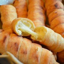 "Snack: Cheese sticks or ""Deditos"" originated from South America, it became a total hit at a party and the recipe was spread among the wives. A nice variation: you can easily substitute the cheese with is sausage. Fun Easy Recipes, Snack Recipes, Cooking Recipes, Snacks, Soup Recipes, Tapas, Venezuelan Food, Colombian Food, Colombian Recipes"
