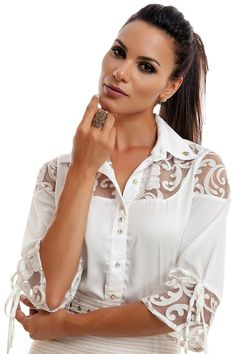 Blusa Pilar - lelis Blouse Styles, Blouse Designs, Beautiful Outfits, Cool Outfits, Skater Girl Outfits, Blouse Models, Lace Outfit, Blouse And Skirt, Blouse Vintage